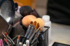 De kosmetische borstels royalty-vrije stock afbeeldingen