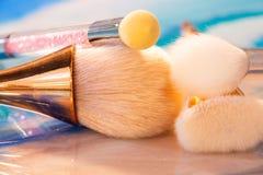 De kosmetische Reeks van de Make-upborstel Professioneel maak omhoog Borstels kan als achtergrond worden gebruikt stock foto