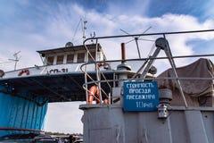 De kosten van de pas van de passagier op de veerboot zijn 10 roebels Stock Foto's