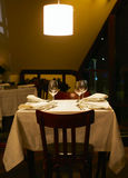 De kosten van wijnglazen op een lijst Stock Afbeeldingen
