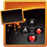 De kostuums van de speelkaart op oranje en zwarte halftone advertentie Royalty-vrije Stock Foto