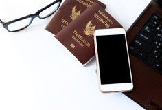 De kostuums van reistoebehoren Paspoorten, Voorbereiding voor reis, Royalty-vrije Stock Afbeelding