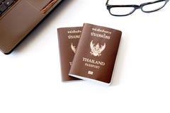 De kostuums van reistoebehoren Paspoorten, Voorbereiding voor reis, Royalty-vrije Stock Foto's