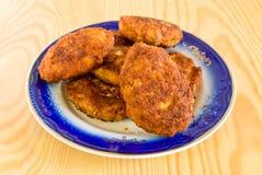 De koteletten van het vlees op de plaat Stock Foto's