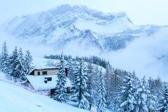 De koude in de bergen stock afbeelding