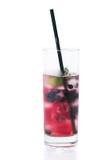 De koude drank van de zomer met ijs en bessen Stock Foto's