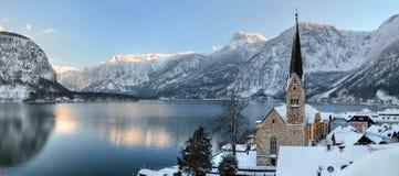De koude en sneeuwwinter in berg Oostenrijk Stock Foto's