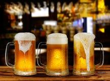 De koude lichte mok van het bierglas Stock Foto
