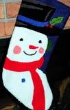 De kous van de sneeuwman op open haard Royalty-vrije Stock Afbeelding