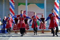 De Kozakdans in traditionele kleren Pyatigorsk, Rusland Royalty-vrije Stock Afbeeldingen