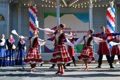 De Kozakdans in traditionele kleren Pyatigorsk, Rusland Royalty-vrije Stock Afbeelding