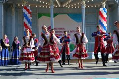 De Kozakdans in traditionele kleren Pyatigorsk, Rusland Stock Afbeelding