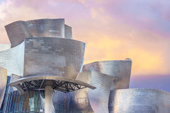 De krökta formerna av Guggenheimen Royaltyfri Foto