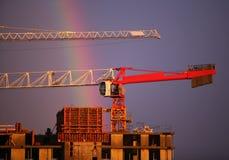 De kraan en de regenboog van de bouw Royalty-vrije Stock Fotografie