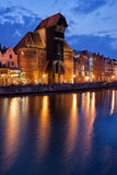 De Kraan in Oude Stad van Gdansk bij Nacht Stock Foto's