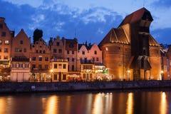 De Kraan in Oude Stad van Gdansk bij Schemer Stock Foto