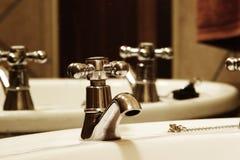 De Kraan van de badkamers Royalty-vrije Stock Afbeeldingen