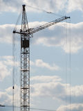 De kraan van de bouw in de hemel. Royalty-vrije Stock Foto's