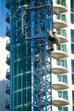 De kraan van de toren en arbeider. Stock Afbeelding