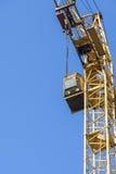 De kraan van de toren tegen blauwe hemel Stock Foto's