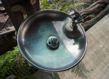 De kraan van het metaal van direct drinkwater stock foto's