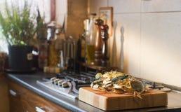 De krab treft voor diner voorbereidingen Royalty-vrije Stock Foto