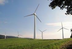 De krachtcentrale van de wind dichtbij Ostruzna in Jeseniky Stock Afbeeldingen