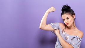 De krachtige jonge vrouw in een succes stelt Royalty-vrije Stock Fotografie
