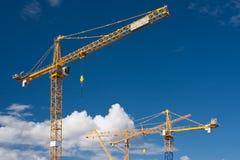 De kranen van de bouw Stock Afbeeldingen