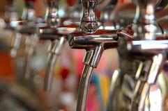 De kranen van het bier Stock Foto's