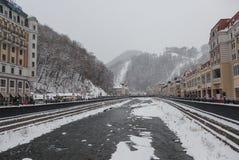 ` de Krasnaya Polyana do ` das montanhas de Cáucaso da estância de esqui, Sochi, Rússia fotografia de stock royalty free