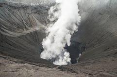 De krater van de close-upvulkaan het losbarsten Stock Fotografie