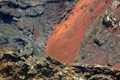 De krater van de vulkaan in Nationaal Park Timanfaya Stock Foto