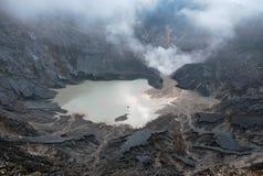De Krater van de Vulkaan van Perahu van Tangkuban Stock Fotografie