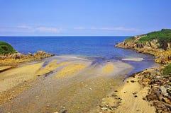 De kreek ontmoet de Golf van Biskaje stock fotografie