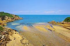 De kreek ontmoet de Golf van Biskaje stock foto's