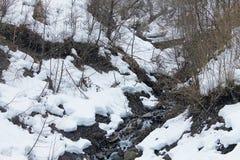 De kreek van de berg Het landschap van de lente Royalty-vrije Stock Foto's