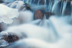 De Kreekcascade van de winterorangeville Royalty-vrije Stock Afbeeldingen