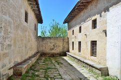 De Krim, Bakhchisaray, de Boerenkool van Chufut van de holstad Karaitekenasas van de 14de en 18de eeuwen Royalty-vrije Stock Foto's