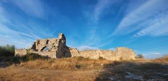 De Krim, ruïnescitadel op de hoogste Boerenkool van bergmangup Stock Foto's