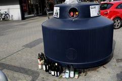 DE KRINGLOOPcontainer VAN HET GLASafval Royalty-vrije Stock Foto's