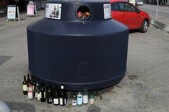 DE KRINGLOOPcontainer VAN HET GLASafval Royalty-vrije Stock Afbeeldingen