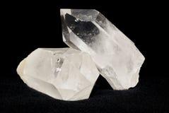 De kristallen van het kwarts op zwarte royalty-vrije stock afbeelding