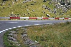 De kromme van de bergweg aan recht Stock Foto