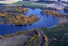 De kromming van de rivier in de herfst Stock Afbeelding