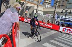 De Kromming van Team Movistar Rider Around The van het cyclusras Royalty-vrije Stock Foto's