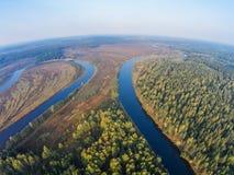 De krommingen van de rivier Mologa, ochtendmening van de lucht stock foto