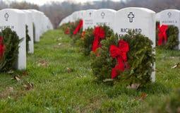 De kronen van Kerstmis in Begraafplaats Arlington Stock Fotografie