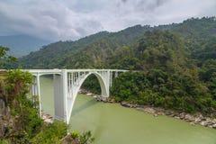 De Kroningsbrug, ook als de Sevoke-Brug wordt bekend, in Darjeeling, West-Bengalen, India dat stock foto's