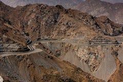 De kronkelweg van de bergweg dichtbij Taif, Saudi-Arabië stock foto's
